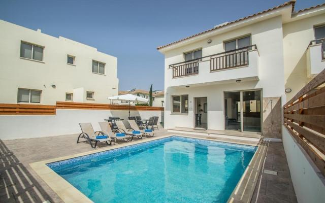 Villa with pool in Pernera