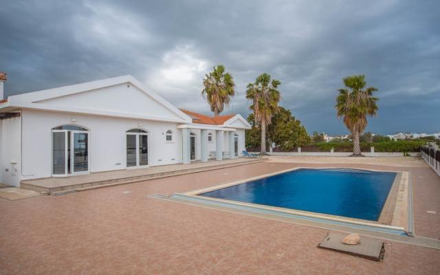 Large bungalow for sale in Ayia Thekla