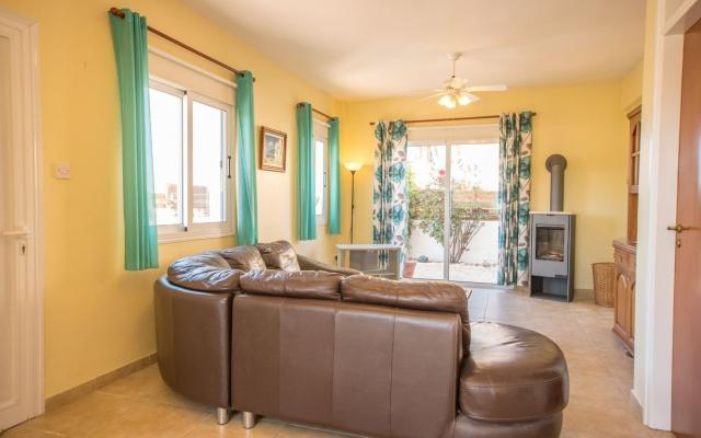Large living area in 4 bed villa for sale in Ayia Triada