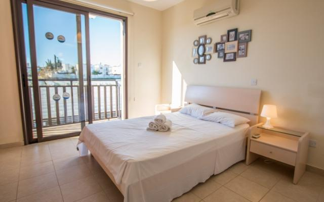 Bedroom in 3 bed villa for sale