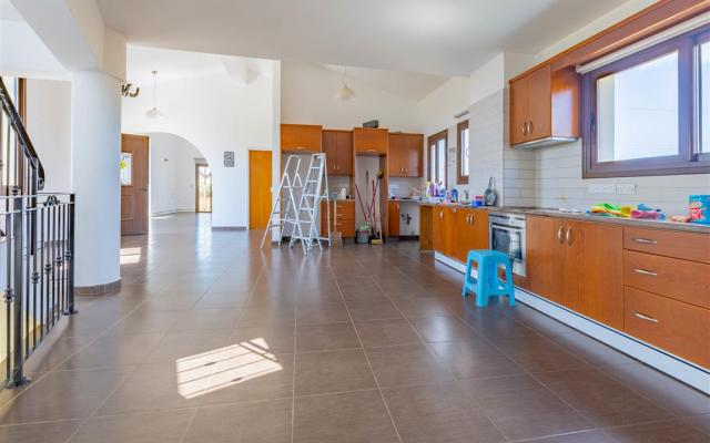 Kitchen in Liopetri property for sale