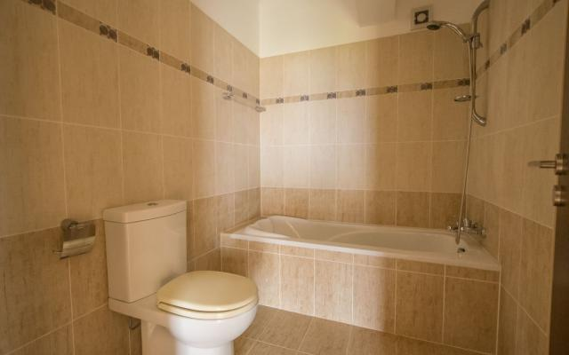 Family bathroom in 2 bed apartment