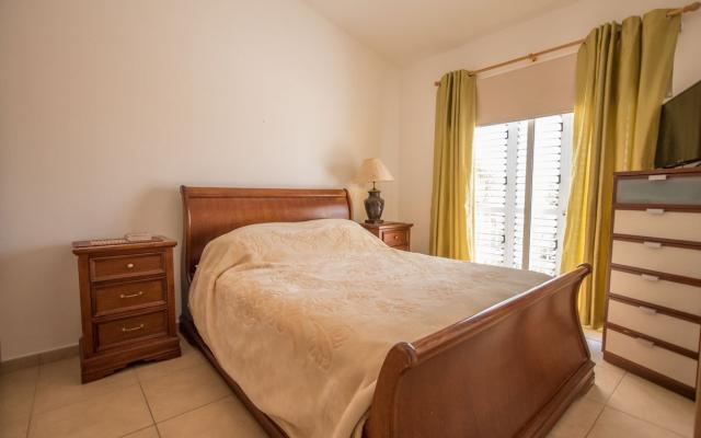 Bedroom in 2 bed townhouse for sale