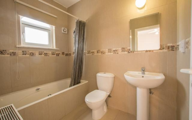 Family bathroom in the Bungalow for sale