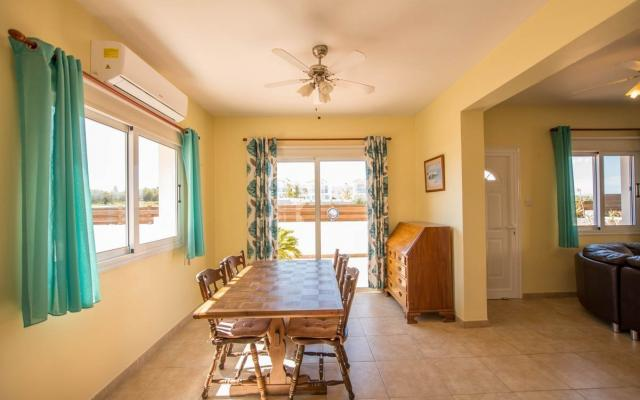 Dining Area in 4 bedroom villa for sale
