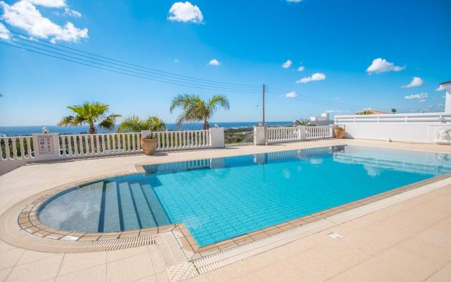 Villa with private swimming pool in Paralimni