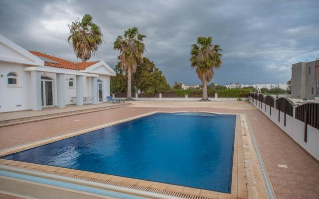 Swimming Pool in Ayia Thekla bungalow