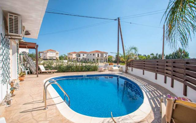 Vila with pool for sale in Cyprus
