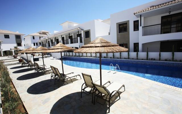 Complex with swimming pool in Tersefanou
