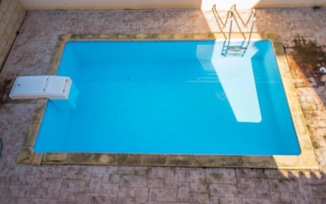Private pool in Ormidia house