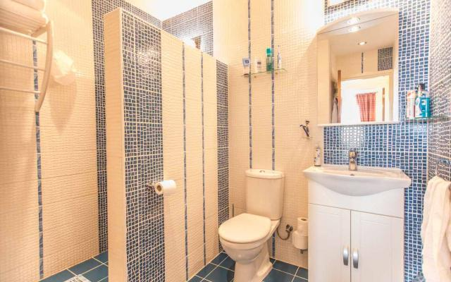 Bathroom in 2 bed flat for sale