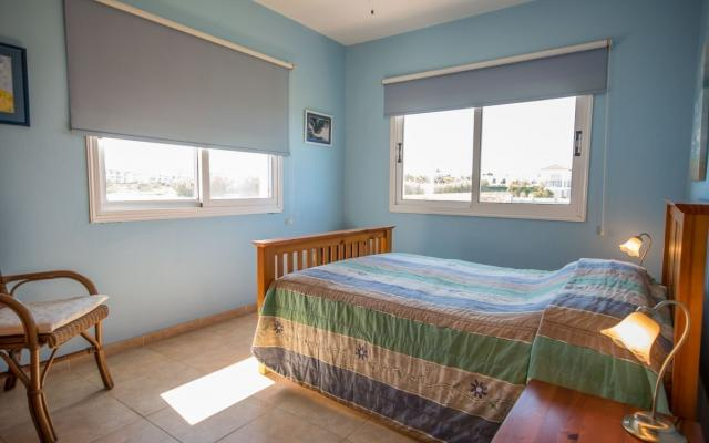 Bedroom in 4 bed house for sale