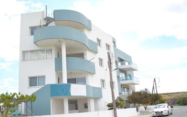Side view apt to buy in Larnaca