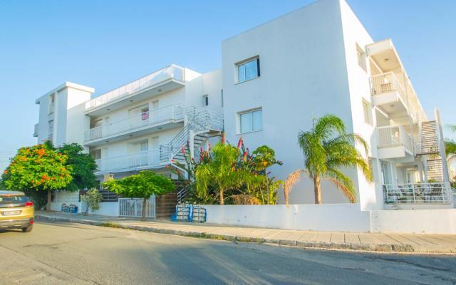 Nice complex in Paralimni