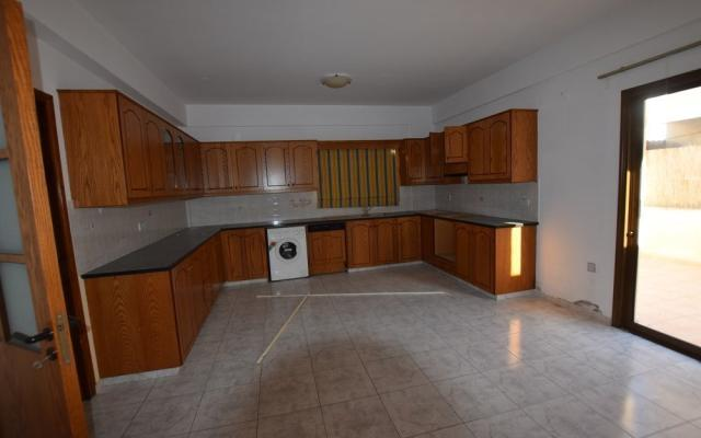Spacious kitchen in 3 bed house for sale
