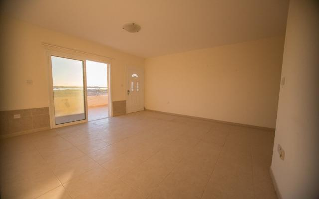 Large living area in 2 bed apt for sale