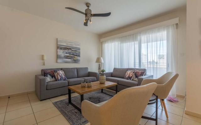Large living area in 3 bed apt for sale