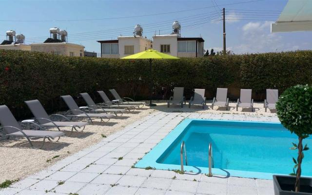 Swimming Pool in 6 bed villa for sale