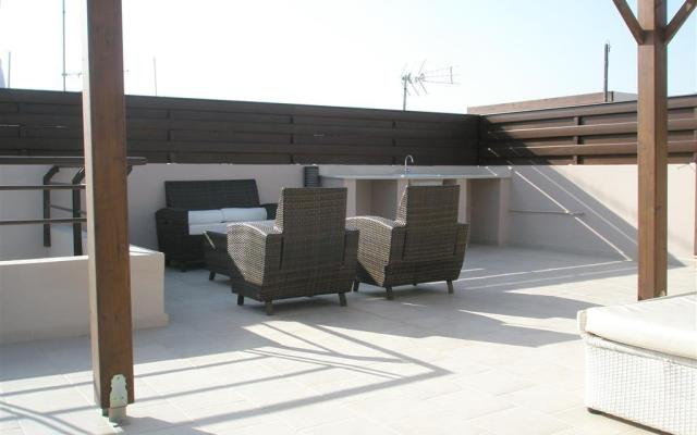 Private roof terrace in duplex apartment for sale
