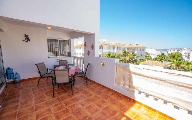 Large veranda in 2 bed apt