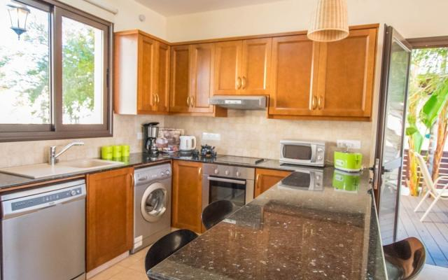 Fuly equipped kitchenin Kapparis property
