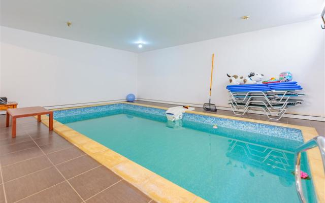 Indoor swimming pool in Liopetri House